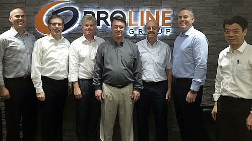 Photo de groupe après la signature des contrats