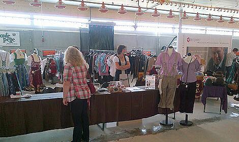 Le matériel d'élevage Big Dutchman et vente de costumes folkloriques
