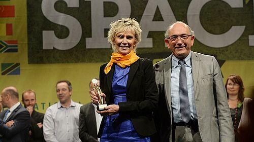 Marianne Seveno-Peeters avec le prix de l'innovation pour le secteur de l'élevage de porcs