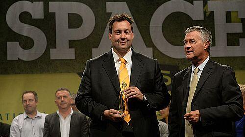 Ralf Meyer avec le prix de l'innovation pour le secteur d'élevage de volailles