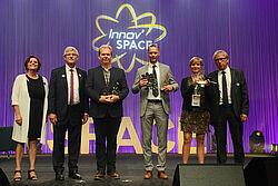 Attribution du prix spécial : les trois gagnants et le personnel SPACE