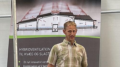 Lars Jensen dans le bâtiment