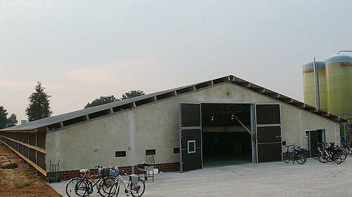 Nouveau bâtiment d'élevage de poulets de chair : le pignon avant