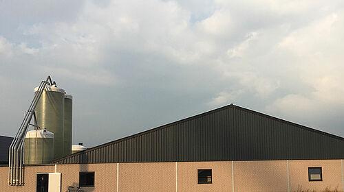Aspect extérieur du bâtiment pour l'élevage de reproducteurs chair