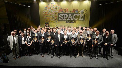 Photo de groupe : les représentants d'entreprises distinguées d'un prix spécial