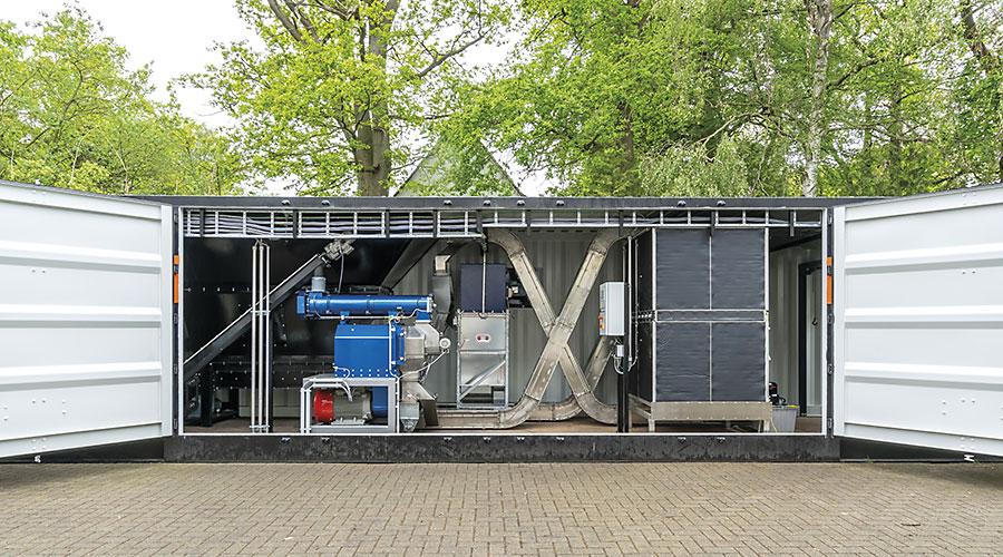 Pelletier-Container mit geöffneten Flügeltüren